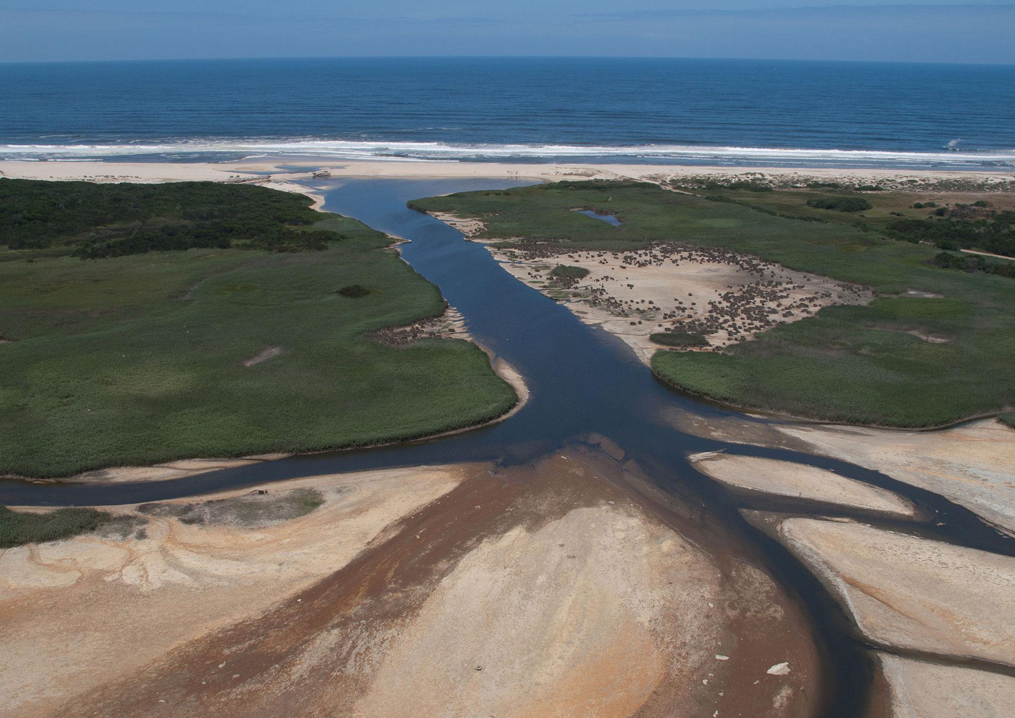 Canal de ligação da barrinha/lagoa ao mar.